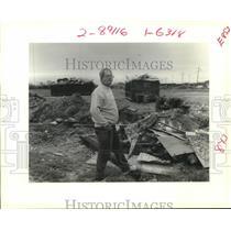 1989 Press Photo Wayne Frey, Dump Operator on former Parish dump in Chalmette