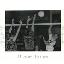 1995 Press Photo Chahrine Chenevert, Chalmette High, takes a shot - nob14174