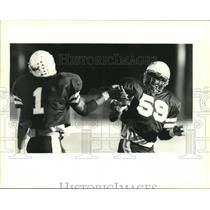 1994 Press Photo Fredrick Lomax slaps hand of Charles Smith, Fortier Football