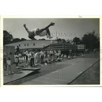 1990 Press Photo A Elmwood Gymnastic Academy student suspended in midair.