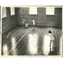 1941 Press Photo Ladies Playing A Softball Game On The Hardwood Floors Of A Gym