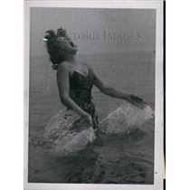1951 Press Photo Josephine Gray,swimming while on vacation - KSB70935