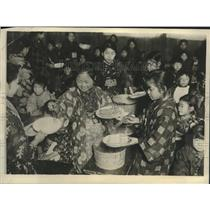 1925 Press Photo Grammar School Girls In Tokyo Attending Cooking Class