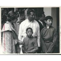 1965 Press Photo Sikkim's ruler, Maharaja Palden Thorndup Namgyal with two sons.