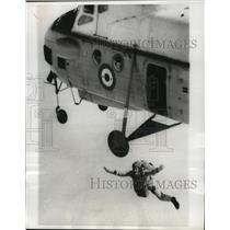 1963 Press Photo UAR Parachutist Drops From A Plane During Training Exercises