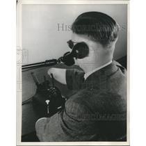1952 Press Photo World War II veteran uses special telephone he helped develop