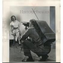 1951 Press Photo Portable camera demonstrated by Jack Dilley in New York.