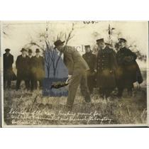 1920 Press Photo Sec. of Navy Daniels breaking the ground for Naval Laboratory