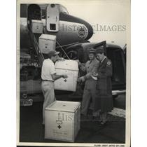 1950 Press Photo Blood for United Nations Troops on arrival by Unite Air Lines