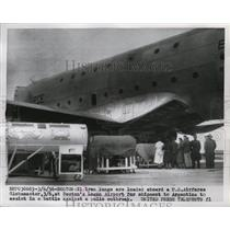 1956 Press Photo 21 iron lungs loaded aboard USAF Globemaster - nem58809