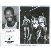 1974 Press Photo Cornell Warner Milwaukee Bucks NBA - RRQ22313