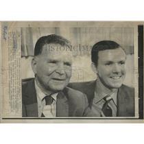 1971 Press Photo Frank Lane And Bob Quinn, Brewers - RRQ24371
