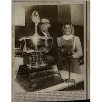 "1970 Press Photo dennie meyer honored award ""bebe"""