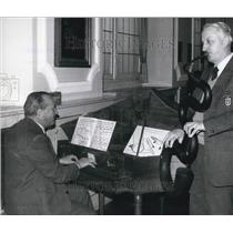 Press Photo Workers Munich German Museum Play Spinnet Serpent For Recording