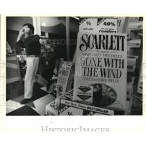 1991 Press Photo Copies of Scarlett, sequel to Gone with the Wind in Bookstar