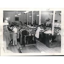 1956 Press Photo Customers at Chartres Street Goodwill Industries of New Orleans