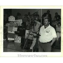 1995 Press Photo John Shillings speaks to the Greater New Orleans landfill panel
