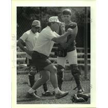 1993 Press Photo Baseball- Bobby Gravolet Teaches Carlos Perez & Blane Ronquille