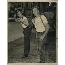 1960 Press Photo British hikers Rod Freakes and Mike Sutherland in full regalia
