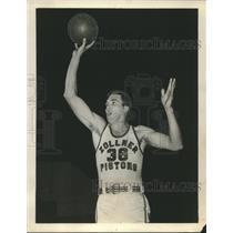 1953 Press Photo Charlie Share Acquired by Milwaukee Basketball Team - mjx46658