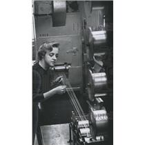 1959 Press Photo Jane Butler, textile technician, Alabama Research Institution