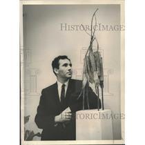 1959 Press Photo Lloyd Glasson will exhibit his copper sculpture Walking Plant