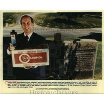 1992 Press Photo Adrian Glenn, embalming-fluid salesman, comedy in advertising