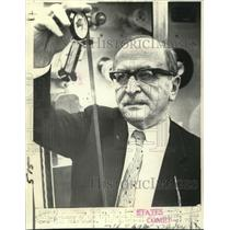1969 Press Photo Dr.Dennis Gabor, 1971 Nobel Prize winner in Physics - now03290