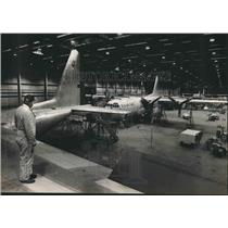1984 Press Photo Planes in hangar at Hayes Aircraft Company, Birmingham, Alabama