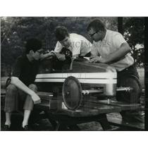 1969 Press Photo Soap Box Derby racer Mike Hearn with L. Bartlett & Jim Waldrip