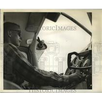 1989 Press Photo Tommy Hesselgrave at the controls. - nob31184