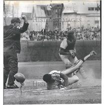 1974 Press Photo Baseball Umpire Ed Vargo George Dave - RRQ40933