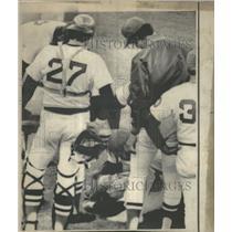 1975 Press Photo Boston Red Sox Pitcher Dick Pole Hit - RRQ60177