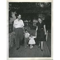 1947 Press Photo Bowler of the Year Buddy Bomar, Family - RRQ57541