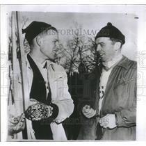 1951 Press Photo Ski jumper Torbjoun talks with Evert - RRQ65905