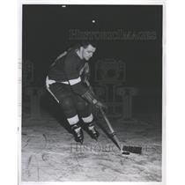 1956 Press Photo Ed Stankiewicz Detroit Red Wings - RRQ57723