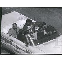 1964 Press Photo Bill Adair and Eddie Glennon - RRQ31727