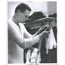 1964 Press Photo Bruce Mac Gregor - RRQ40395