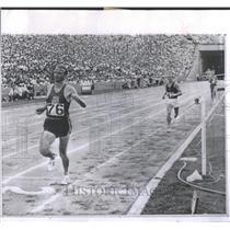 1964 Press Photo Bob Schul American Long Distance Runne - RRQ66857