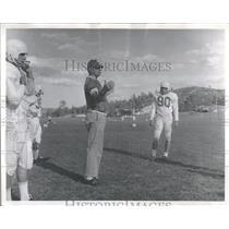 1965 Press Photo Jack Braley End Coach Line Space AFA - RRQ13967