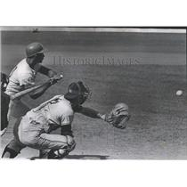 1968 Press Photo Gaylord Perry Throws Wild Pitch - RRQ14049