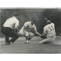 1970 Press Photo Baseball Cubs Don Kessinger Steals - RRQ15333