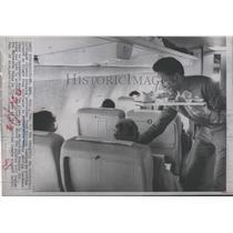 1970 Press Photo Orioles' Frank Robinson As Steward - RRQ64409
