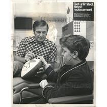1972 Press Photo George Blanda Donates Blood - RRQ63031