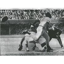 1974 Press Photo Rennie Stennet Helmet Bill Madlock - RRQ41159