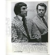 1974 Press Photo NHL star Dean Prentice w/Nighthawks - RRQ64359