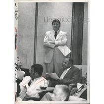 1973 Press Photo New York Yankees Owner George Steinbrenner In Meeting