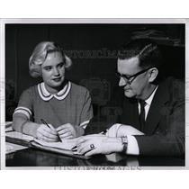 1960 Press Photo Gay Mercer calculating machine Camper - RRW89283