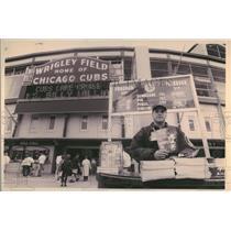 1994 Press Photo Michael Lapapa sells scorecards - RRQ32083