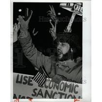 1991 Press Photo Demonstrator Anti-War Chicago Iraq - RRX71033